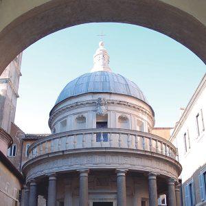 Portada exposición viaje a roma. Imagen del templo San Pietro in Montorio en la Academia de España en Roma